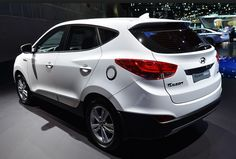 Hyundai has recently unveiled the latest Tucson 2015 model year. The new Tucson is one of the better Hyundai SUV model that is able to cross all obstacles on the ground. The model has a new design and new engines, this is the second version of the po