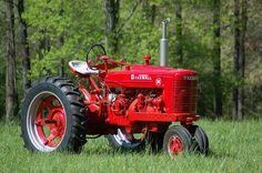 """Farmall M"""" data-componentType=""""MODAL_PIN Farmall Super M, Farmall Tractors, Old Tractors, International Tractors, International Harvester, Antique Tractors, Vintage Tractors, Desktop Gadgets, New Tractor"""