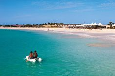 Beautiful beach in the Island of Sal   © Turismo Sustentavel em Cabo Verde
