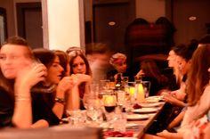 FormosaCafè, tavoli, ascolti, candele e attese. foto © red paper