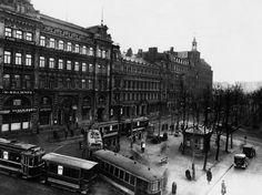 Raitiovaunuja Heikinkadulla (nyk. Mannerheimintie 14,16,18,20).  Nyberg Jarl 1932 Helsingin kaupunginmuseo.