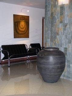 Dekorative Vasen, Design, Vasen, Interieur, Exterieur, Luxus-Möbel, modernes Interieur, Wohnung Zubehör, hohen Vasen, niedrige Vasen, große Vasen, riesige Vasen, Dekoration, Schwimmbäder, repräsentative Räumlichkeiten, Haus, Wohnung, Garten, Projekt, Hotel, Projekte der Wirtschaftszentren Innenräume, Geräte für Läden, Projekte von Unternehmen und Institutionen,  weiße Vasen, Bronzevasen, graue Vasen, Vasen braun, beige Vasen,  Metallvasen, goldene Vasen, silberne Vasen,   riesige Vasen