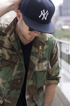 Army jacket, black T and Yankees cap... I'd probably switch the Yankees hat for a Red Sox hat! ;)