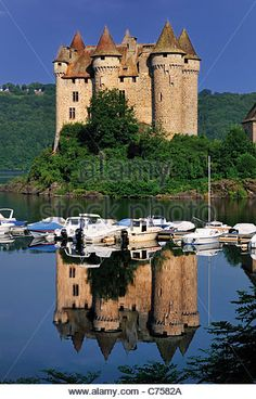 France, Auvergne: Chateau de Val castle and barrage Bort-les-Orgues Stock Photo Famous Castles, France, Palaces, Around The Worlds, Stock Photos, Mansions, House Styles, Illustration, Auvergne