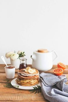 Hazelnut Milk Crêpes with Spelt Flour / Crepes lait de noisette - Carnets Parisiens Breakfast And Brunch, Best Breakfast, Breakfast Pancakes, Sunday Brunch, Romantic Breakfast, Sunday Morning, Brunch Table, Brunch Food, Birthday Breakfast