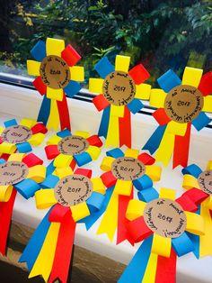 Mândru că sunt românaș! Mândră că sunt româncuță! 1 Decembrie, Paper Crafts, Mint, Logos, Romans, Crafts, Gift, Paper Craft Work, Logo