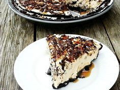 Snickers and Turtles Pie - peanut butter, chocolate, pecans, caramel - {Snickurtle Pie}