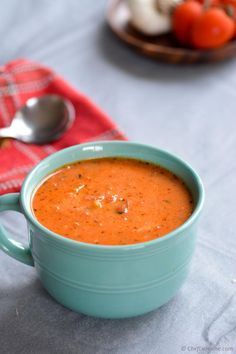 Roasted Garlic and Tomatoes Soup like Boudin's, one bowl of comfort for those lazy cold winter dinners!   ChefDeHome.com
