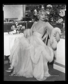 Carole Lombard in fashion. Chapter I - Carole Lombard in fashion. Vintage Glamour, Lingerie Vintage, Old Hollywood Glamour, Golden Age Of Hollywood, Vintage Beauty, Classic Hollywood, Hollywood Fashion, 1920s Glamour, Vintage Hollywood Dresses
