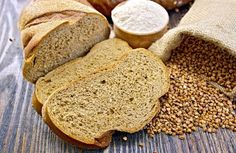 Pane di grano saraceno: la ricetta con e senza glutine Vegan Recipes, Vegan Food, Pizza, Crackers, Buckwheat, Glutenfree, Bread, Pretzels, Vegan Sos Free