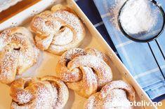 """Vintertid er gjærbaksttid for meg! Ingenting er så herlig som duften av nystekte boller i et varmt kjøkken når det er kaldt og masse sne utendørs. Her har jeg brukt min favorittdeig fra Verdens beste boller, men enhver bolledeig kan brukes til å lage """"Kanelknuter"""". Tvinn og slå knute på kanelfylte deigremser, sikt melis over det ferdige resultatet - så får du kanelboller med elegant utseende! Bread Recipes, Cooking Recipes, Norwegian Food, Doughnut, Deserts, Brunch, Baking, Breakfast, Cakes"""