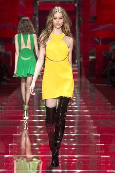 Look 43 - #Versace Women's Fall/Winter 2015 fashion show. #VersaceWomenswear #GREEK