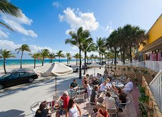 Locals enjoy al fresco dining on A1A, Fort Lauderdale's beachfront avenue (Photograph by Ian Dagnall, Alamy)