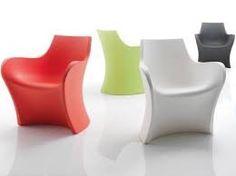 Woopy ideata Karim Rashid per B-Line. Linee sinuose e minimale per questa sedia realizzata in un unico pezzo di polietilene stampato in rotazionale. Disponibile in diversi colori: : bianco, verde pastello, rosso corallo, topazio blu, grigio basalto, viola ametista . Dimensioni: 76,3x64xh85,2 cm.