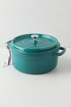 Staub La Cocotte, Round. Dying to have one!