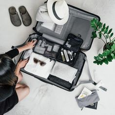 Muji suitcase, packing a suitcase, luggage packing, hard suitcase, travel l Packing Cubes, Packing Tips, Travel Packing, Travel Luggage, Calpak Luggage, Samsonite Luggage, Suitcase Packing, Travel Suitcases, Luxury Luggage