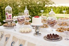 love this treat table :)