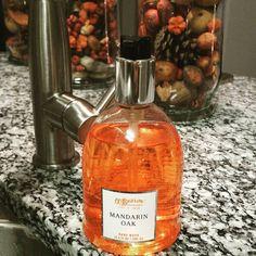 LIVING. // Fall. And my new favorite hand wash. Sigh. Mandarin Oak at White Barn #forthewin  #living #home #homedecor #interiordesign #interiors #interiorstyling #lifestyle #life #fall #autumn #handwash #mandarin #oak #whitebarn #handsoap #clean #orange #falldecor