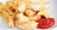 """Csirkemell csíkok tempurában: A tempura egy olyan keményítő alapú """"panír"""", ahol mindent egybe kell keverni, így nem kell 3 tálba mártogatni a húst, hanem csak össze kell keverni a panírral. Remek recept! Nagyon egyszerű és finom is egyszerre!"""