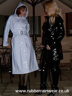 Girls in black and white pvc raincoats Vinyl Raincoat, Pvc Raincoat, Raincoat Jacket, Plastic Raincoat, Hooded Raincoat, Imper Pvc, Vynil, Shiny Boots, Parka
