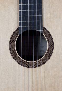 Decke/soundboard/Tapa: Fichte/Spruce/Abeto      Boden/Back/Fondo: Brasilianischer Palisander/Brazilian Rosewood/Palo Santo de Brazil    ...