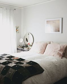 A little bedroom--a relaxing retreat! Photographed by Lauren Bamford for Yen. Small Room Bedroom, Dream Bedroom, Diy Bedroom Decor, Master Bedroom, Home Decor, Bed Room, Dream Apartment, Home Improvement Projects, Bamford