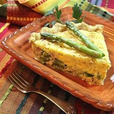This delicious asparagus and Canadian bacon quiche mimics the flavor of eggs Benedict, but it's so much easier. For a true eggs Benedict flavor, top with Hollandaise sauce. Quiche Recipes, Brunch Recipes, Breakfast Recipes, Brunch Ideas, Dinner Ideas, Breakfast Dishes, Dinner Recipes, Asparagus Bacon, Asparagus Quiche