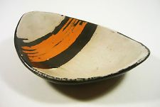 "GORKA LIVIA, ORANGE, BLACK & WHITE RETRO BOWL 6.2"", 1950'S ART POTTERY !"