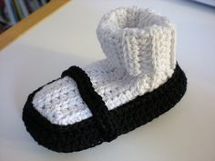Free pattern for Mary Jane booties! @Kristin Taylor, if you guys ever have a little girl, she will receive these :)