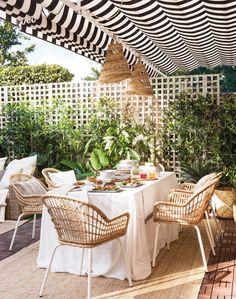 These 4 Living Room Trends for 2019 – Modells. Outdoor Spaces, Outdoor Living, Outdoor Decor, Patio Interior, Small Backyard Patio, Outdoor Umbrella, Living Room Trends, Terrace Garden, Exterior Design