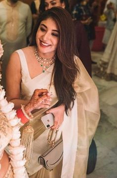 What B - Town Wore This Festive Season Get Clue Of Their Look - AwesomeLifestyleFashion Anushka Sharma & Virat Kohli Anushka. Saree Blouse Patterns, Saree Blouse Designs, Dress Indian Style, Indian Dresses, Indian Wedding Outfits, Indian Outfits, Pakistani Outfits, Indian Clothes, Saree Trends
