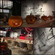 #Halloween2016 ya ha llegado a los restaurantes #HamburguesaNostra como por ejemplo al de #Majadahonda.  Ven a descubrirlo y disfruta de un ambiente terroríficamente divertido mientras degustas las #novedades de nuestra carta. Y no olvides que hasta el 31 de #octubre la #hamburguesa #Transilvania está de vuelta. No dejes de hicarle el diente... está de miedo.  #ñamñam #gastronomía #foodlovers #foodies #foodiesofinstagram #foodporn #gastrolovers #igersmadrid #sinfiltros #nofilter #carnívoros…