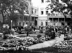 Palácio do Catete durante o velório do presidente Getúlio Vargas. Rio de Janeiro (DF), 24 de agosto de 1954. (CPDOC/AnC foto 038_4)