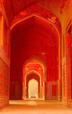 Jama Masjid, Agra, Uttar Pradesh by keya_arati Jaune Orange, Orange Yellow, Orange Color, Blood Orange, Color Red, Orange Aesthetic, Aesthetic Colors, Islamic Architecture, Orange Architecture