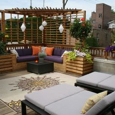 A good idea for corner. Awesome patio or rooftop space