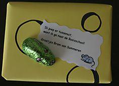 Muis op kaas afscheid traktatie KDV - PSZ (stoepkrijt vd action in geel papier met sintmuis) Wat een leuk idee!