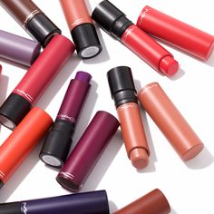 Liptensity Lipstick da M.A.C. é um batom com uma fórmula brilhante que impulsiona os limites da cor.  Cada batom contém quantidades intensas de pigmento, resultando em extrema intensidade de cor e vibração!  #mac #batom #maquilhagem #novidade