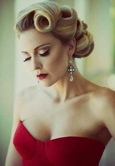 elegante dame mit super stilvoller 50er frisur