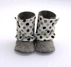 ♥ Diese niedlichen baby Booties, handgefertigt aus den besten 100 % Wollfilz, haben eine ursprüngliche Baumwolle Muster und wird zu diesen