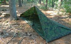 Floor is attached to walls using velcro permieter Tarp Shelters, Camping Shelters, Survival Shelter, Survival Prepping, Outdoor Camping, Outdoor Gear, Stealth Camping, Yellowstone Camping, Bushcraft Camping