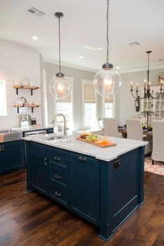 Home Renovation Modern 15 Best Kitchens by Joanna Gaines - A round up post of the best kitchens by Joanna Gaines! Country rustic and modern charm. Home Decor Kitchen, New Kitchen, Kitchen Ideas, Kitchen Counters, Kitchen Backsplash, 10x10 Kitchen, Soapstone Kitchen, Kitchen Pendants, Kitchen Cabinetry