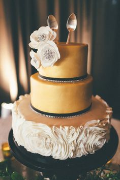 #gold #couture fall #wedding #cake http://trendybride.net/trendy-fall-wedding-cake-ideas/ featured on trendy bride blog