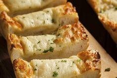 Goddelijk mozzarella-knoflookbrood – Culy.nl