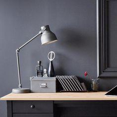 Perfecte lamp voor in mijn hobby kamer HEKTAR bureaulamp met draadloos opladen | IKEA IKEAnl IKEAnederland decoratie kerst feestdagen inspiratie wooninspiratie interieur wooninterieur woonkamer kamer accessoires