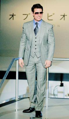 flashback casket suit actor Tom Cruise