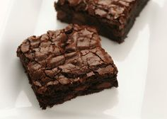 Best Brownie Recipe ~ I used tsp of almond extract in place of the 1 tsp of vanilla and added dark chocolate chips in the batter and then sprinkled some mini semi chocolate chips on top before baking.very, very yummy! Köstliche Desserts, Delicious Desserts, Dessert Recipes, Yummy Food, Best Brownie Recipe, Brownie Recipes, Chocolates, Yummy Treats, Sweet Treats