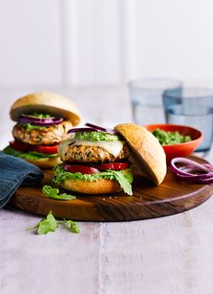 Spiced turkey burgers with pea guacamole A quick, healthy alternative to our favourite hamburger, this smoky chipotle turkey burger is served with an amazing guacamole made from peas – a great substitute for an unripe avocado! Turkey Burger Recipes, Turkey Burgers, Burger Food, Chicken Recipes, Pea Recipes, Cooking Recipes, Healthy Recipes, Grilling Recipes, Vegetarian Recipes