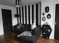 Dark Home Decor, Goth Home Decor, Halloween Home Decor, Halloween Diy, Grunge Bedroom, Gothic House, Gothic Mansion, Cozy House, Home Interior Design