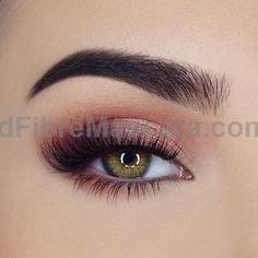 In awe with this peachy eye look from @miaumauve. She uses @toofaced Sweet Peach Eyeshadow Palette. #eyemakeup #toofaced