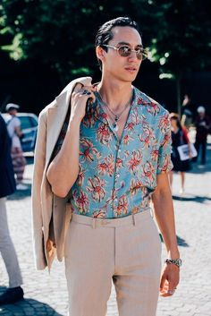 Men's Summer Fashion - 12 Big Trends You'll Be Wearing This Season Best Street Style, Cool Street Fashion, Men Street Styles, Mode Masculine, Printemps Street Style, Fashion Show Dresses, Fashion Clothes, Fashion Moda, Fashion Trends